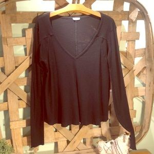 Flowy free people black textured T